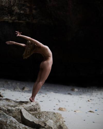 buc anh phu nu khoa than yoga 11 - Bộ ảnh khỏa thân tập Yoga đẹp mê hồn