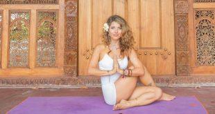 Tư thế Yoga vặn cột sống